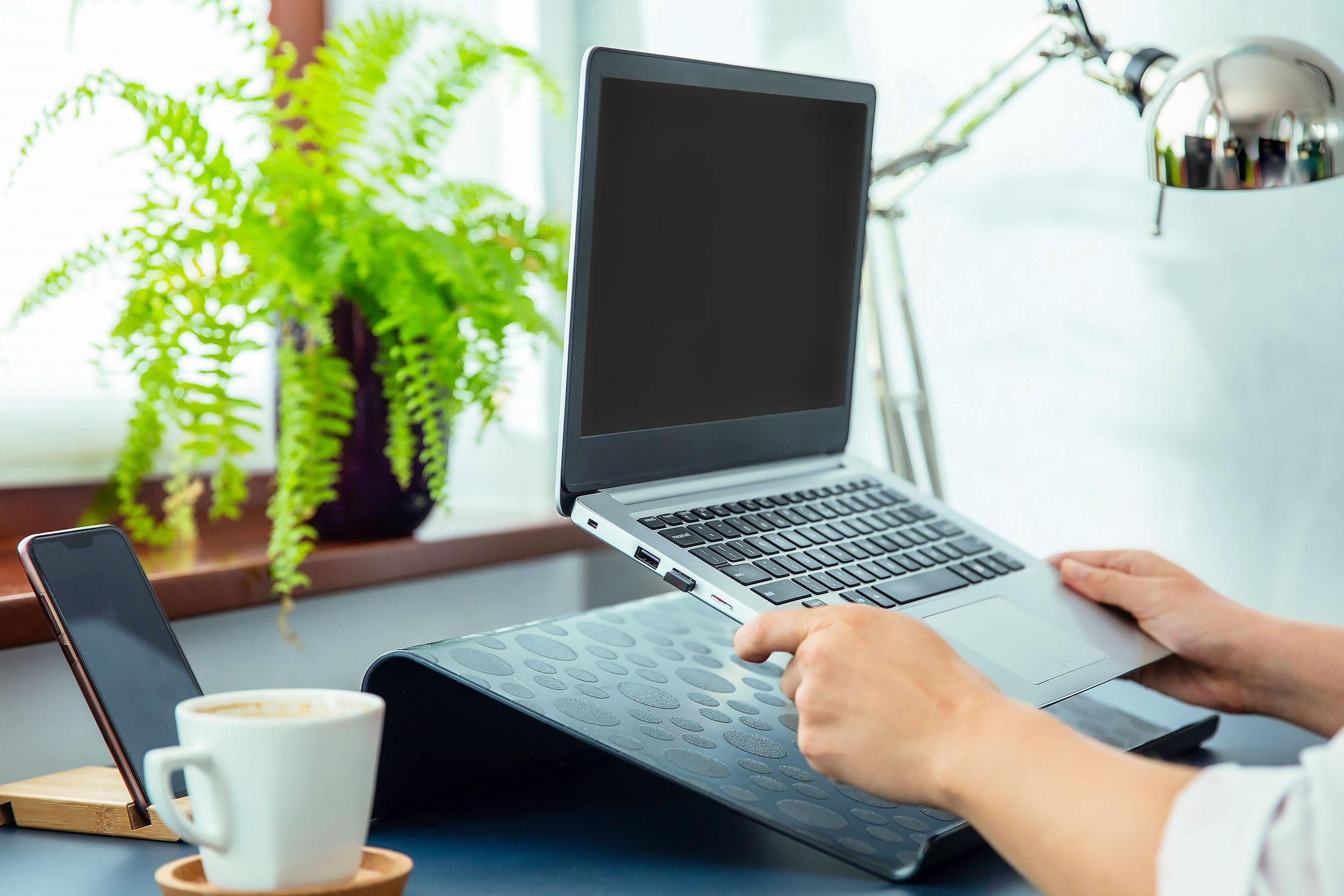 Плюсов у подставки для ноутбука больше, чем минусов