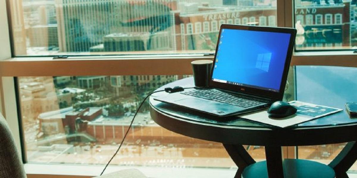 Ноутбук может работать напрямую от сети