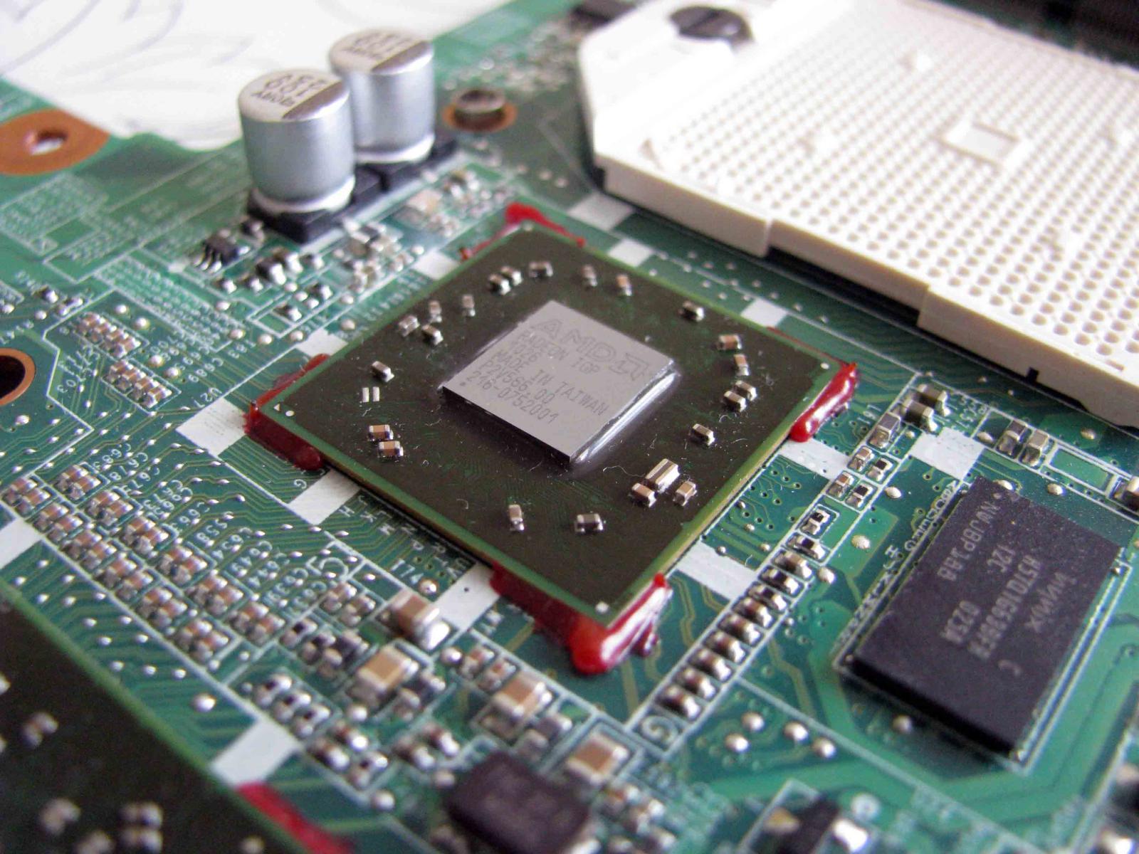 На фото изображен процессор ноутбука