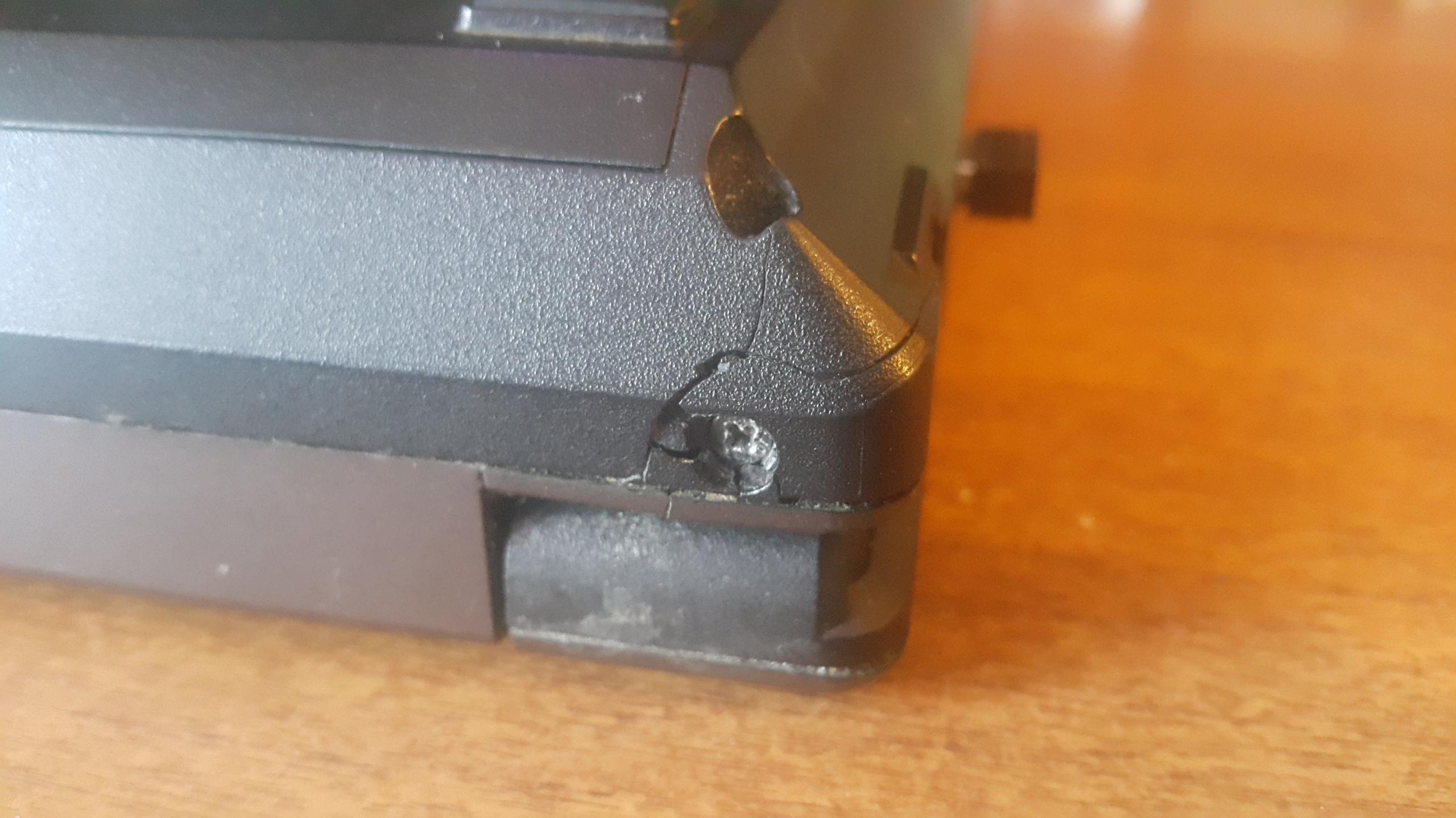 Сколы на корпусе ноутбука