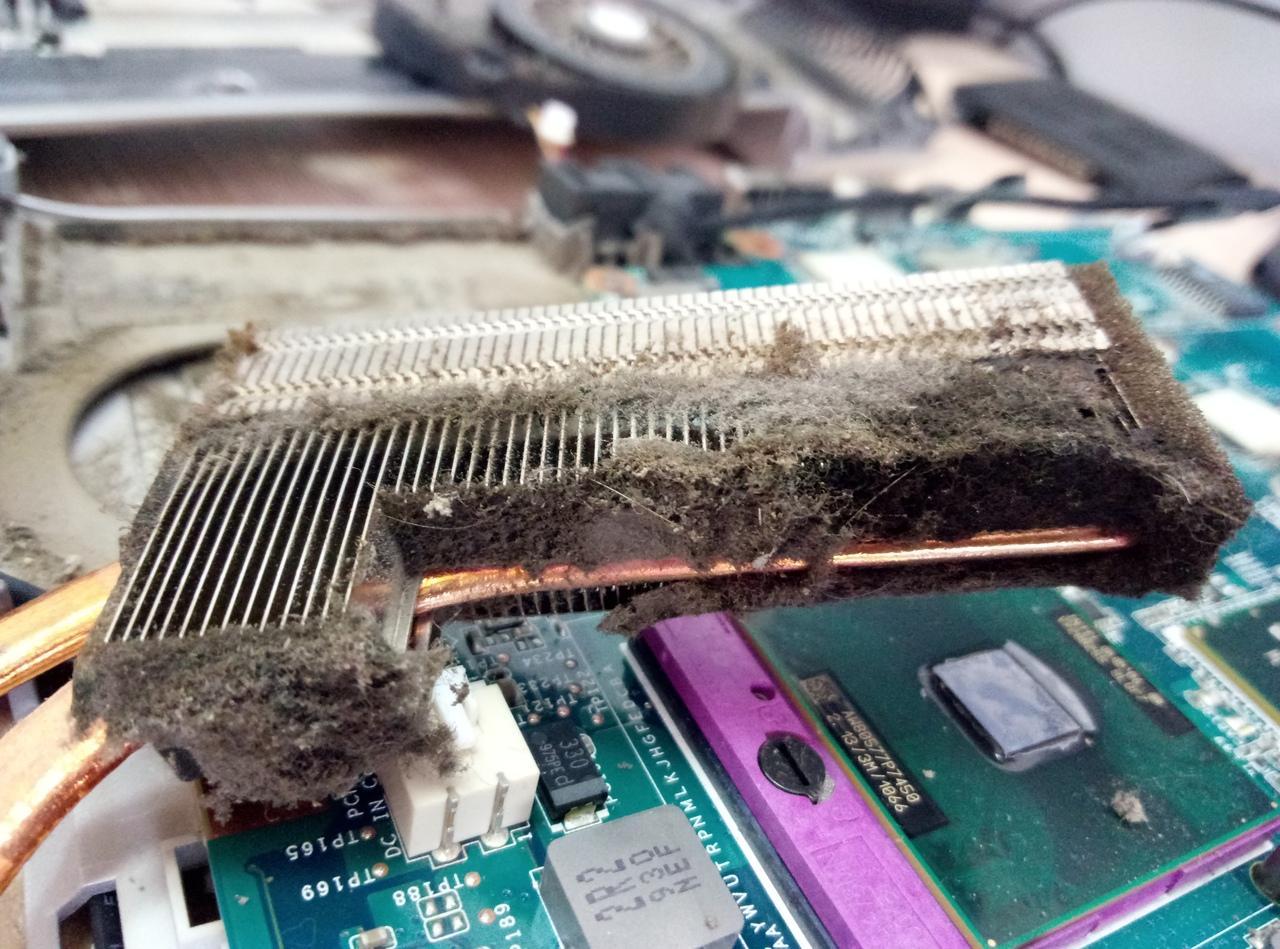 Ноутбук периодически нужно чистить