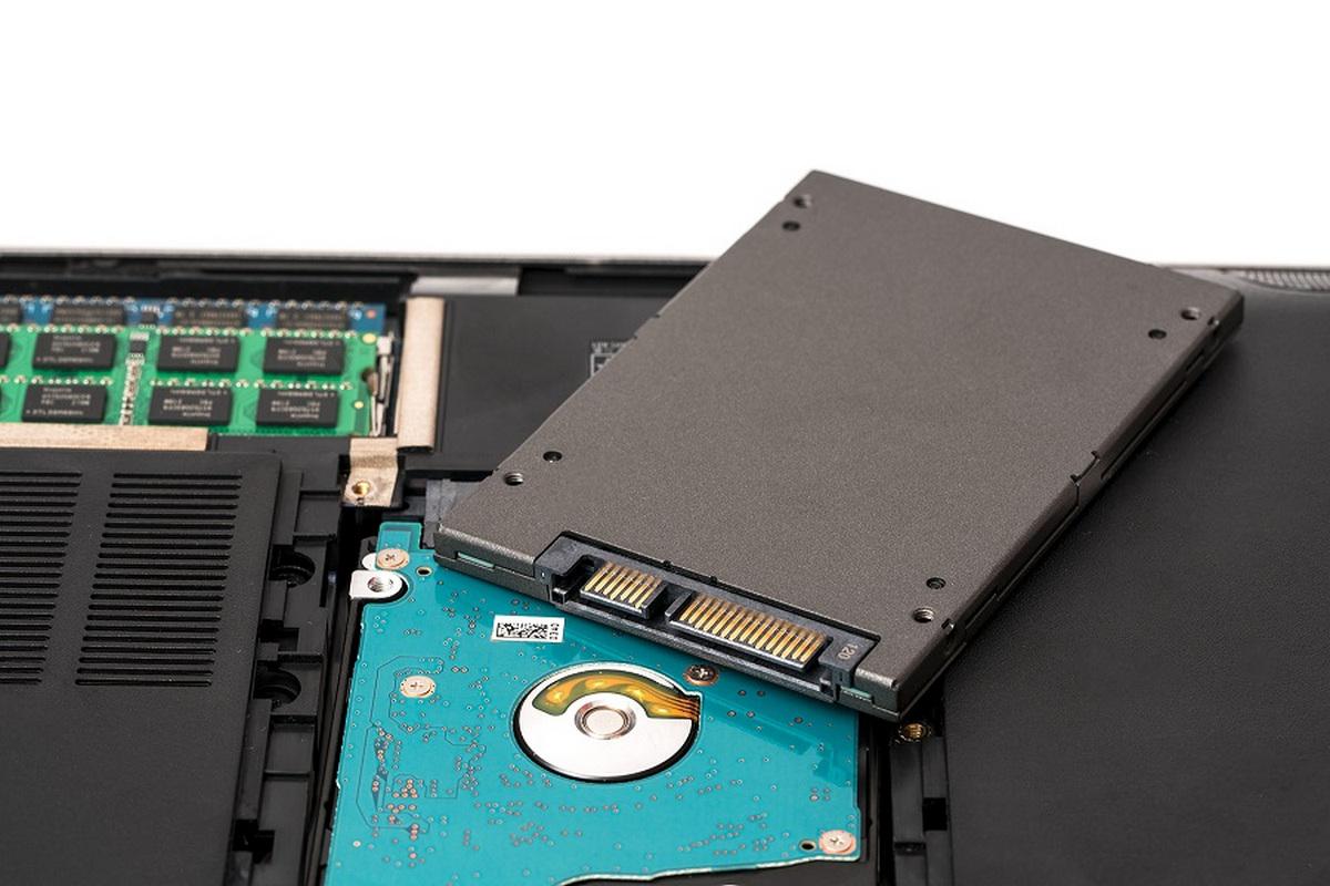 Фотография жесткого диска ноутбука