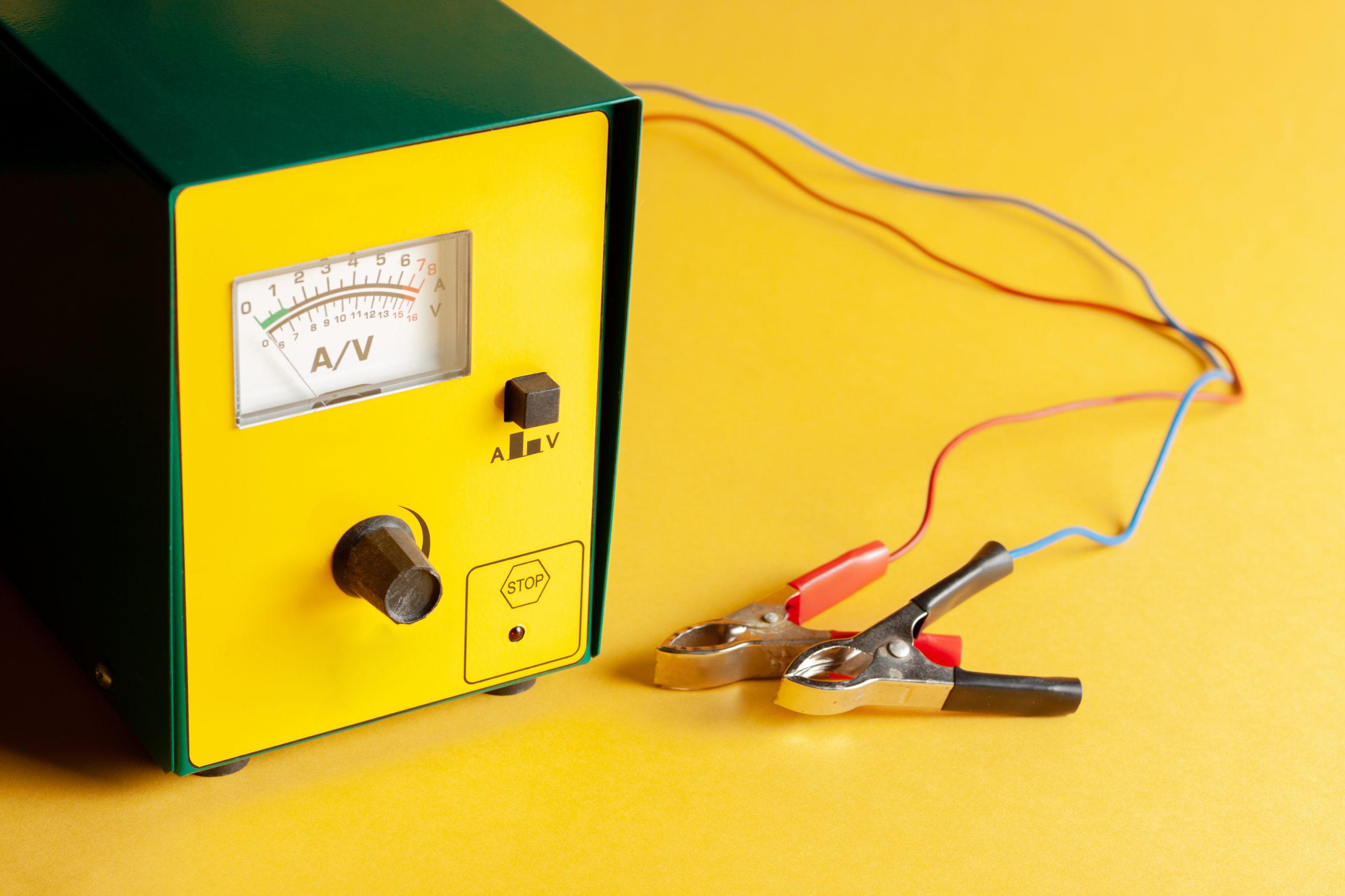 Как пользоваться зарядкой для автомобильных АКБ на 12 В