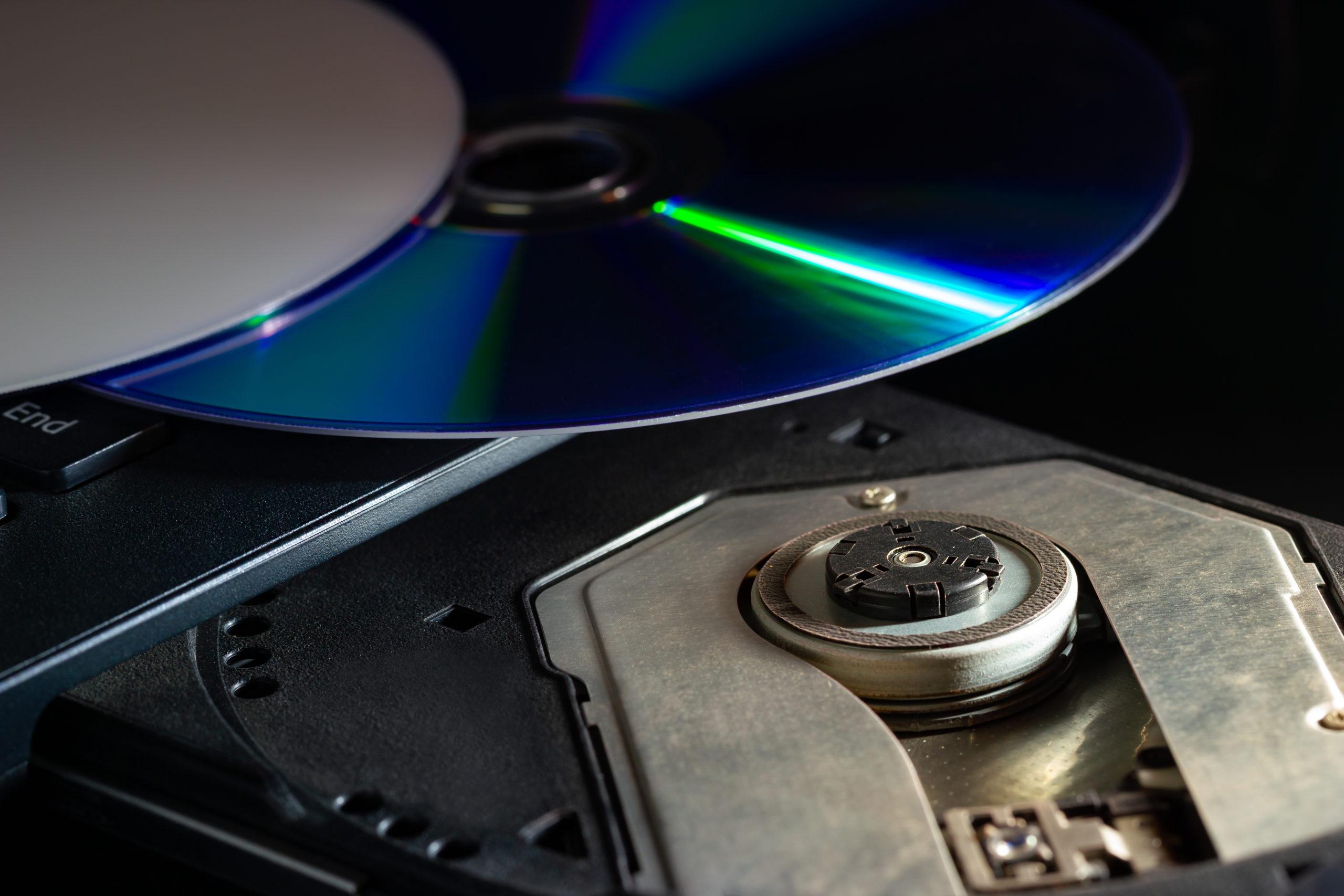 Если диск поврежден, ноутбук не будет его читать