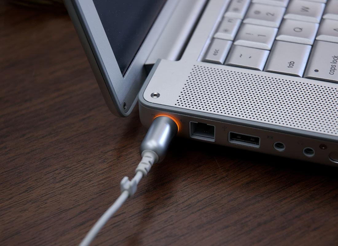 фото Какие неполадки случаются с БП ноутбука наиболее часто