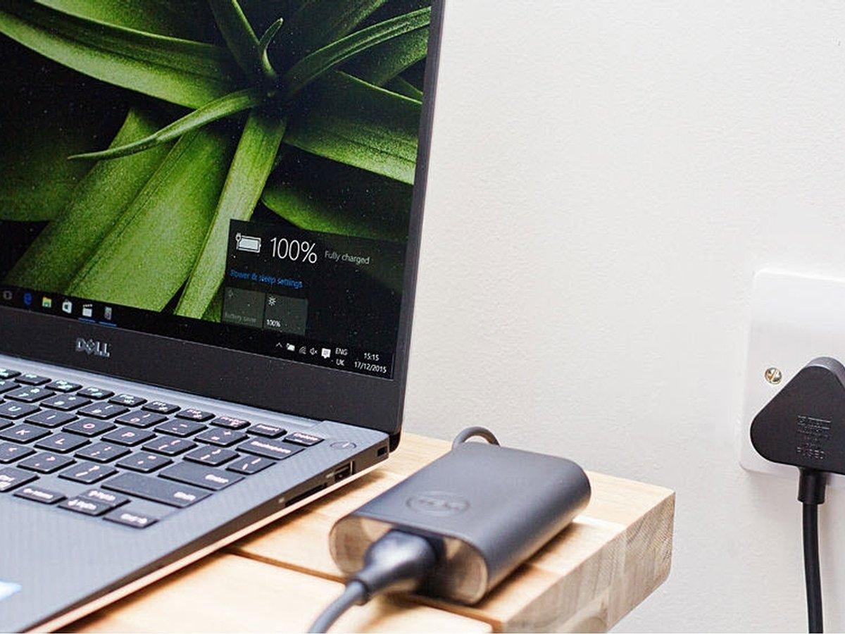 Фото ноутбука на зарядке