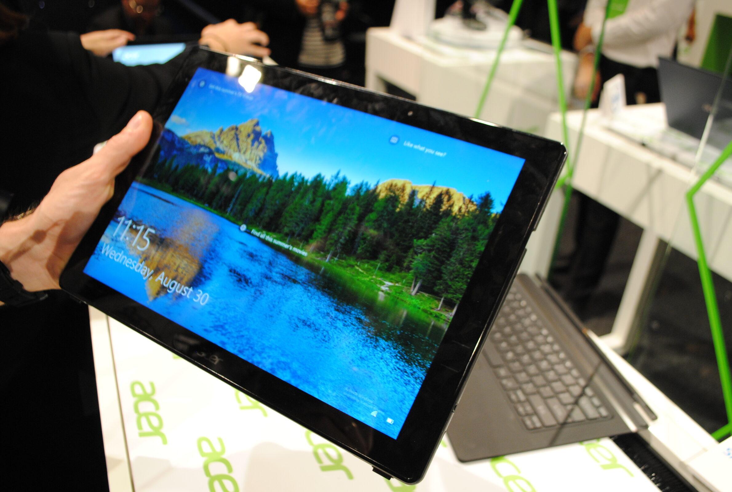 Фото Acer Switch 7 в работе