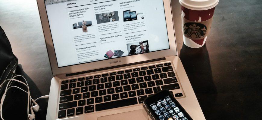 Фото ноутбука и смартфона